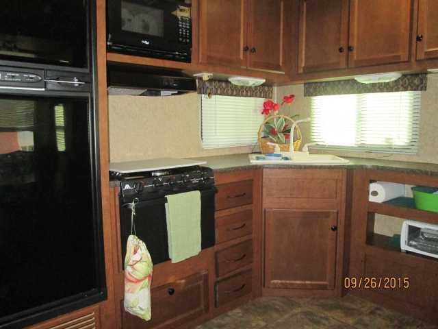 """2012 Used Heartland Elkridge Express E25 Fifth Wheel in Florida FL.Recreational Vehicle, rv, 2012 Heartland Elkridge Express 25 RKSA, -NEW LOW PRICE--DESCRIPTION: 5th Wheel Ducted Central Air Furnace, propane Rear Kitchen Microwave Norcold Refrigerator, propane/electric Water Heater, propane/electric AM/FM Stereo CD player 32"""" Color TV w/DVD player Electric Awning Outside Shower Power Slide-out (1) Spare Tire and Carrier Power front leveling jacks Stabilizer Jacks, crank down One…"""