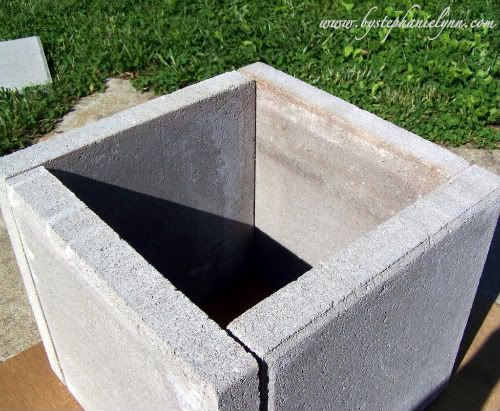 Easy concrete paver pots - think these would have looked better if constructed without the uneven seams on each face...would be easy to do