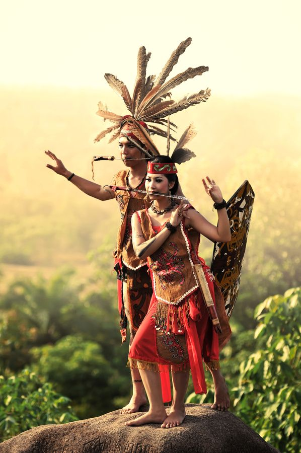 Dayak Culture of Kalimantan, This is one of cultural or traditional clothes of borneo tengah.ini is saber dance clothes http://www.eblo.co.id