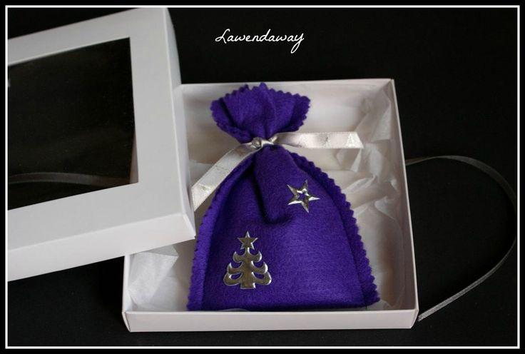 Serdecznie zapraszamy do zapoznania się z naszą ofertą Świąteczną. P.S. Na zdjęciu znajdują się woreczki wykonane z filcu i są wypełnione suszem lawendowym. Zapach obłędny:) #Lawendaway #lawenda #lavender #lavande #niespodzianka #suszlawendowy #woreczkizlawendą #polskalawenda #saszetkazlawenda #serca #podusia #prezenty #BożeNarodzenie #zestawyprezentowe
