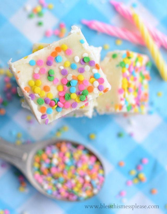 White Chocolate Cake Batter Fudge recipe - YUM!! { lilluna.com }: Cake Batter Fudge, White Chocolates, Cakes Fudge Yum, Chocolates Cakes, Fudge Recipes, Chocolates Fudge, Cakes Cupcakes Cookies Bak, Easy Cakes, Cakes Batter Fudge