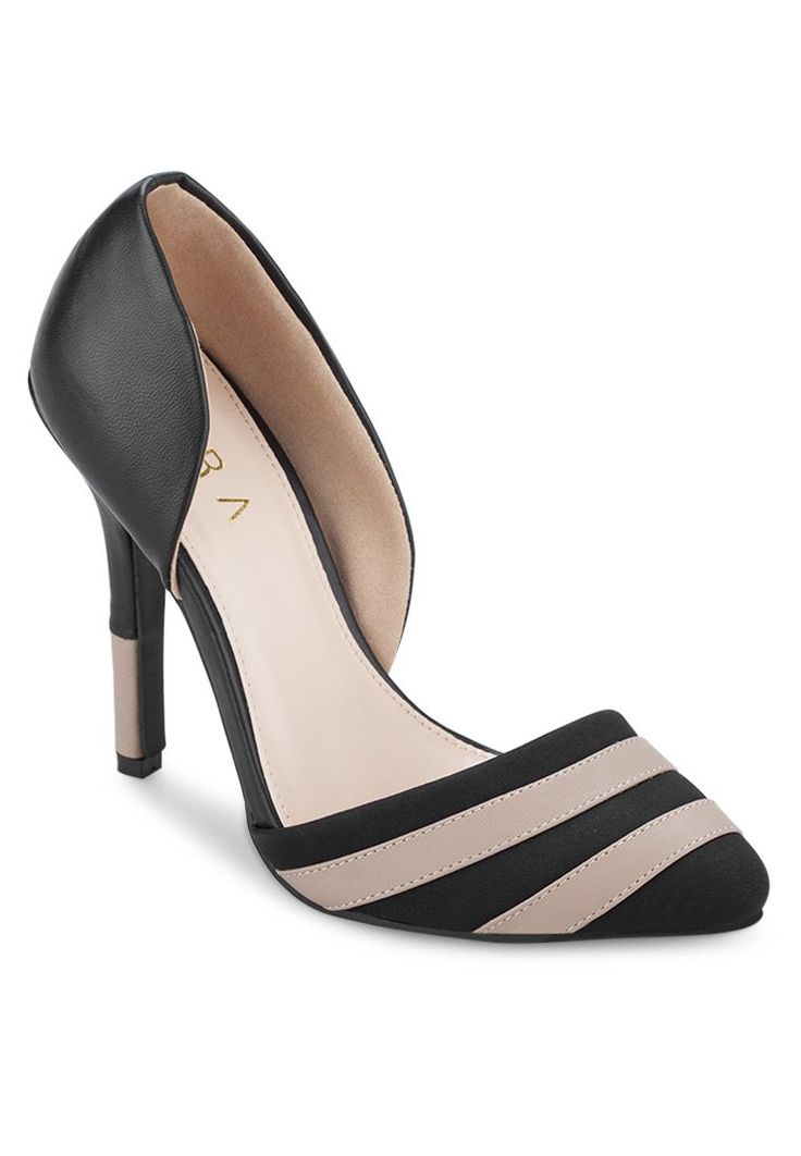 Stripe pump heels by Ezra. Made of synthetic leather. http://zocko.it/LDcCT