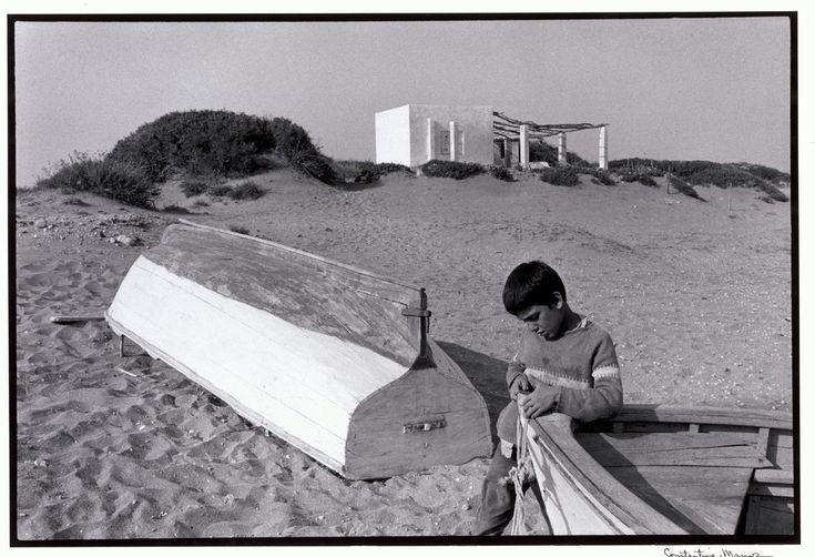 Σκύρος. Παιδί στην παραλία (1967)