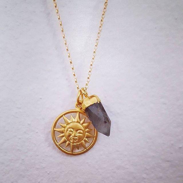 Suns and stones ☉💓 24k gold plate sun charm with mini labradorite bullet. It's a medallion kind of day... #jewellerymaker #zoealexandria #sun #labradorite #gemstone #bohemejewels #love #goldnecklace