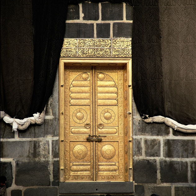 The door of the Ka'aba, Makkah. The current door in gold (99,99 kg) is a gift of King Khalid Bin Abdul Aziz. Highlighted in 1399 e. Peter Sanders Photography. Opening the doors of mercy.