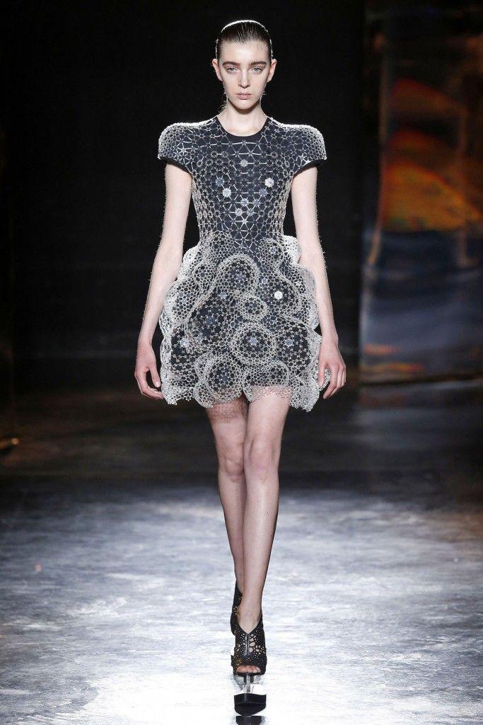 Iris Van Herpen, A-H 16/17 - L'officiel de la mode