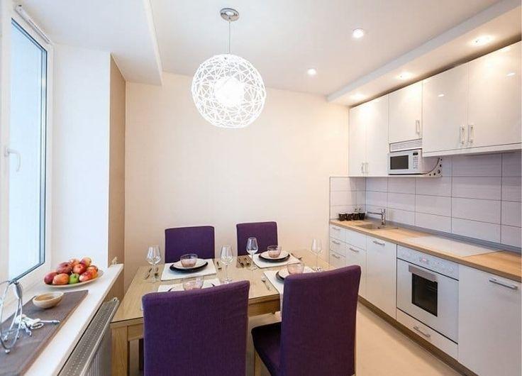 Кухонные стеклянные столы стали популярны в последнее время. Они выглядят современно и элегантно. Если столешница сделана из закаленного стекла, она очень прочная и устойчива к повреждениям....