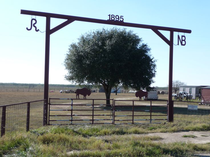 Best 25 farm entrance gates ideas on pinterest for Ranch entrance designs