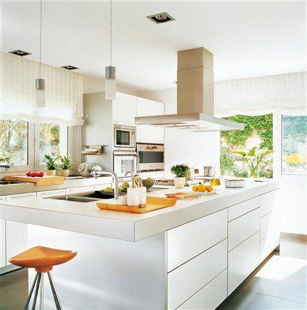 Cocina con mobiliario laminado blanco de BULTHAUP IBERIA.