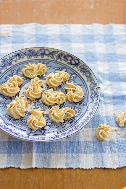 HESTI'S KITCHEN : yummy for your tummy: Semprit Sagu Pisang