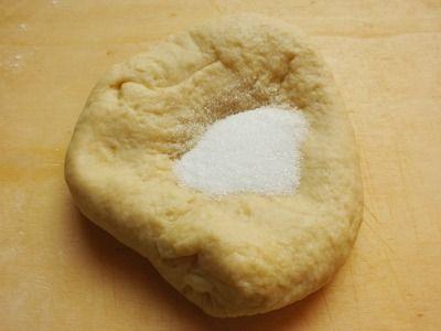 """La """"pasta matta"""" è una di quelle ricette """"furbe"""" che tornano sempre comode in cucina. Si prepara in un lampo e può essere realizzata sia dolce che salata."""