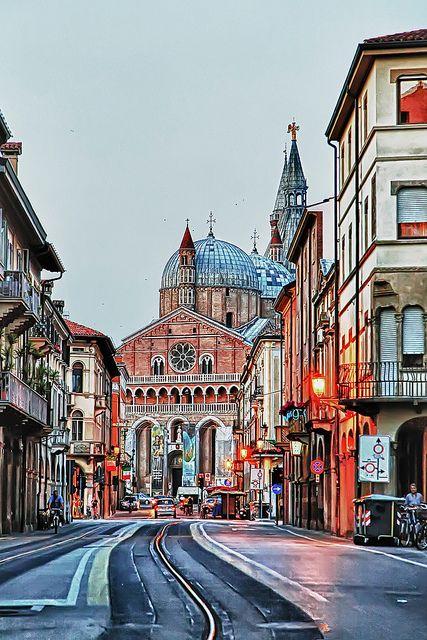 La Basilica di sant'Antonio - Padova, Italia averigua en www.turinco.co/ empieza en Tierra Santa, termina en Italia WOWW! #turinco