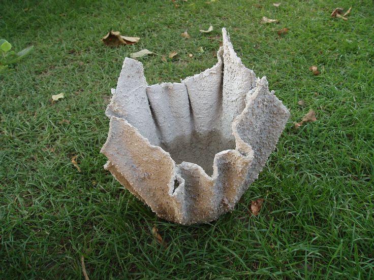 ..und hier wurde ebenfalls mittels Betonmasse ein etwas kleineres Pflanzgefäss gefertigt
