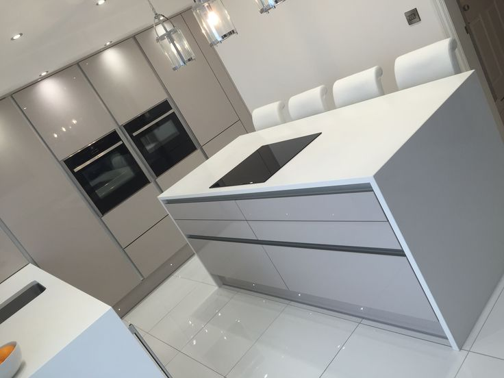 The BA Components Zurfiz UltraGloss Cashmere kitchen doors used here by Purple Kitchens in Liverpool. A very modern and clean design.