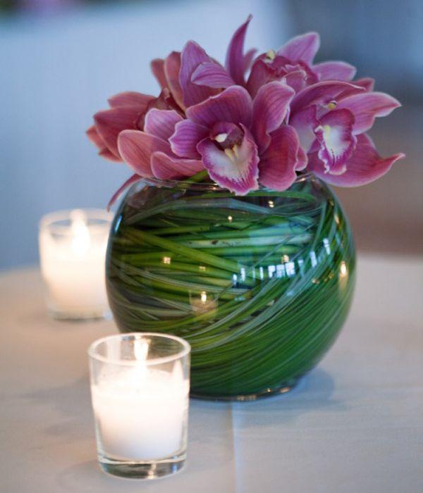low centerpieces: Floral Centerpieces, Cocktails Tables, Blue Flowers, Low Centerpieces, Simple Centerpieces, Flowers Centerpieces Decor, Cut Flowers, Tables Decor, Diy Centerpieces