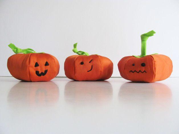 halloween in dawanda Halloween Decorations – The three Halloween Pumpkins – a unique product by pupazzidigioia on DaWanda