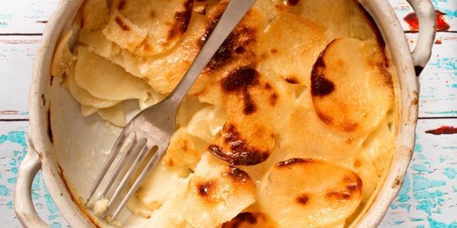 Bingung mau makan apa nanti malam? Jika ingin makanan yang simpel dengan sedikit bahan, mudah dibuat dan tidak makan waktu lama, maka ini dia Potato Gratin yang lezat. Yuk, simak resepnya.