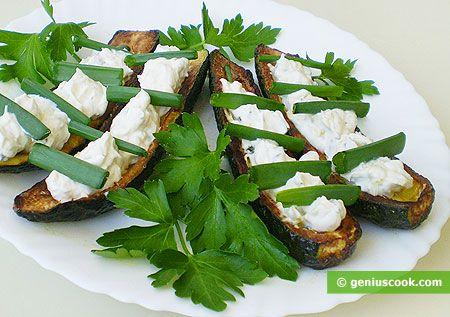 Zucchini farciti di formaggio philadelphia e cipolline verdi