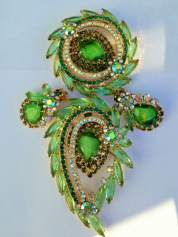 FANTASTIC JULIANA BROOCHES IN LIME GREEN & GIVRE GLASS. LOVE IT! OWN IT!