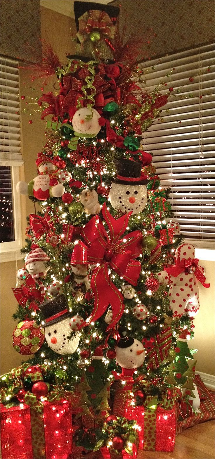 Green christmas tree with red decorations - Snowman Christmas Tree Christmas Trees