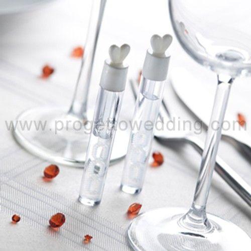Bolle di sapone in confezione tubo trasparente con cuoricino sul tappo.  Effetto multibolle dato dai 3 fori per le bolle.  www.progettowedding.com