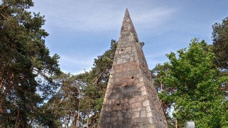 Wągrowiec - piramida Łakińskiego