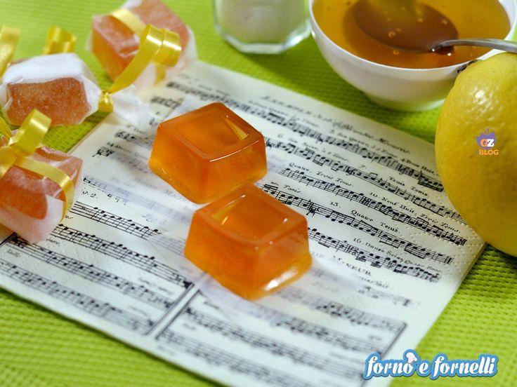 Le caramelle miele limone sono delle chicche da preparare in casa, semplicissime da fare e sane . Scoprite come prepararle leggendo la ricetta