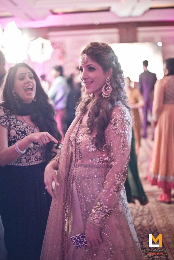 Photographer - Candid Clicks! Photos, Hindu Culture, Beige Color, Mangtika, Candid Clicks, Brides Sister Outfit pictures, images, vendor credits - Lakshya Manwani Photography, WeddingPlz