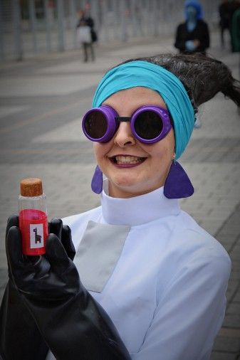 Yzma pinned from http://animexx-en.onlinewelten.com/cosplay/thema/2193_Disney/order_0_0/552786/?js_back=1