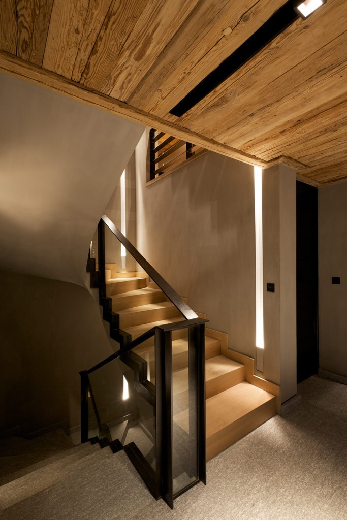Cyanella Lodge by Bo Design Glass without clips, channel cut into base of stair! Awesome!