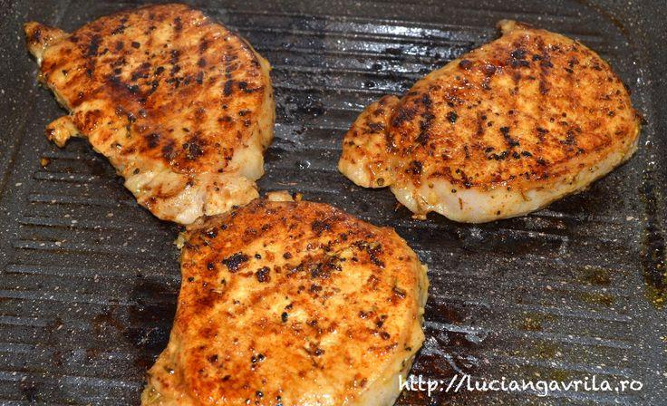 Cotlete de porc marinate, la grill