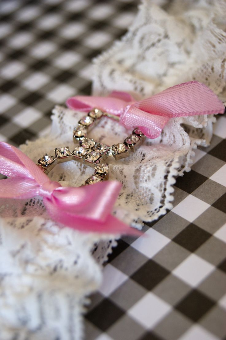 Liga para novia con brillo y lazos en rosa