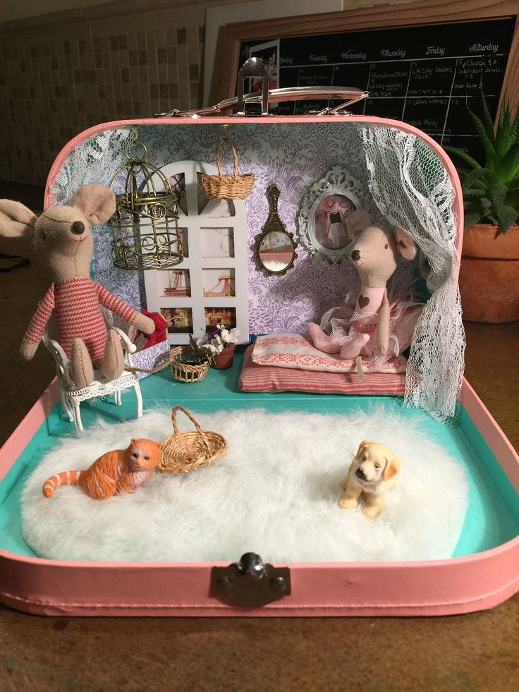 Lunchbox dollhouse