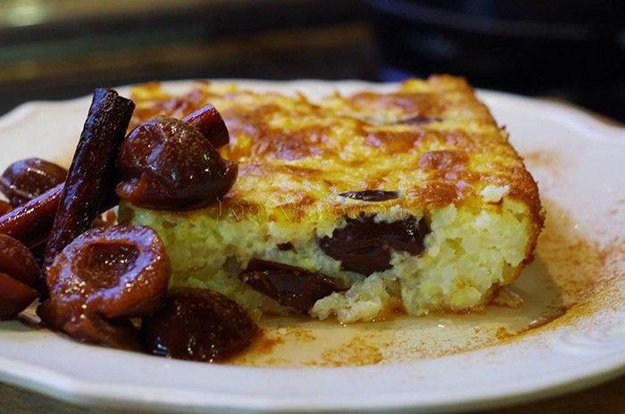 Sladké hlavní jídlo. Mléčná rýže, moučkový cukr, vajíčka, kompot podle chuti a sladká dobrota je na světě. Mňamka!