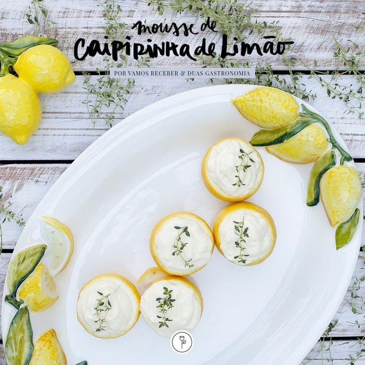 Rápida, prática e saborosa! Assim é a Mousse de Caipirinha de Limão, a sobremesa que compartilhamos hoje e que pode ser perfeita para arrematar um encontro entre amigos que gostam tanto de drinks quanto de um bom doce.