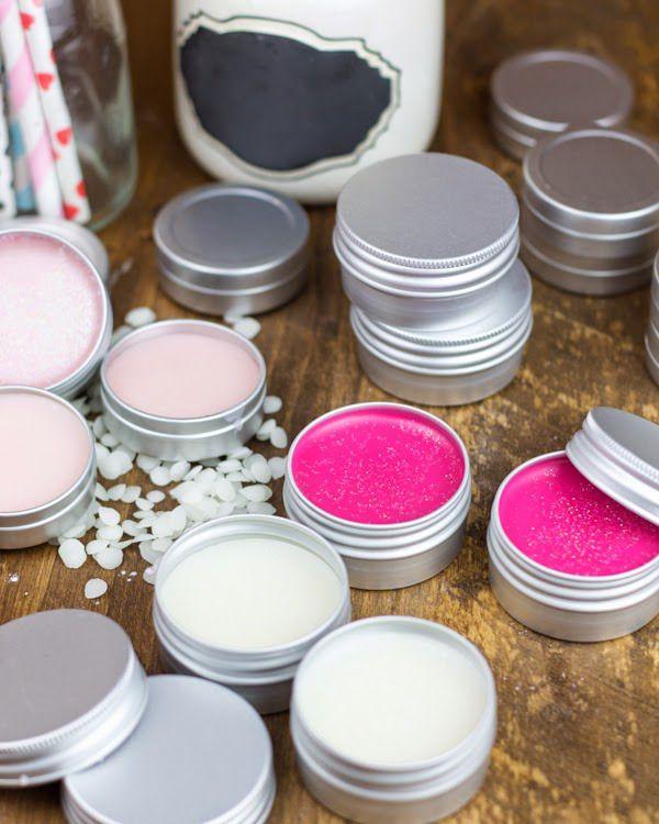 Hoy en el blog, cómo hacer báñsamos labiales para tus invitados. Un detalle creativo, handmade y original... ¿qué más se puede pedir? Pues ala, a hidratarse se ha dicho!! #juevesdiy #bodashandmade #bodascreativas