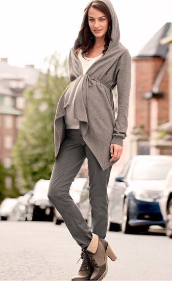 Looks so comfy and so chic! I love it! #maternity #fashion