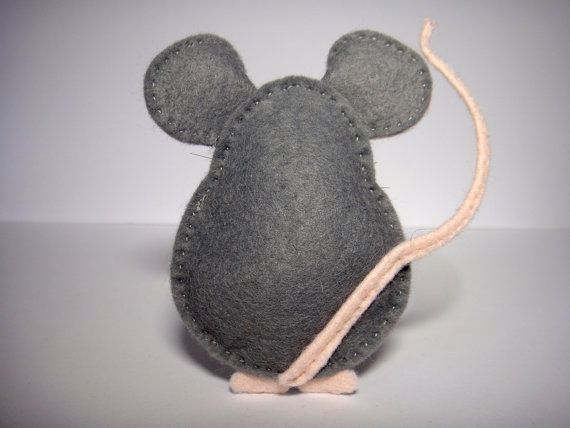 Phoraminipheras DIY Family - Pablo the Mouse. This PDF includes how to do it visual guidelines, templates, and a list of materials and tools. You will enjoy sewing your softie and show it off all around as I did! Making Pablo the Mouse is a piece of cake with this PDF. You will be able to choose between making a simple decoration or a finger puppet, just following the instructions. You can make as many copies as you wish of your little pet, for you and for your friends. But please share it…
