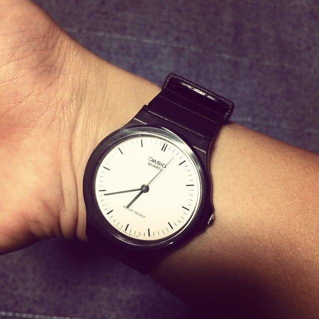 #mulpix なな、時計を買う。 これから何かと必要になるからね チープカシオはブランド物なのに安いからいいね #cheapcasio #watch #black