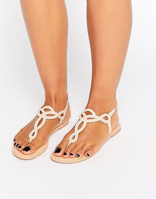 ASOS - FIZZ - Sandales tressées à entredoigt  16,99 €