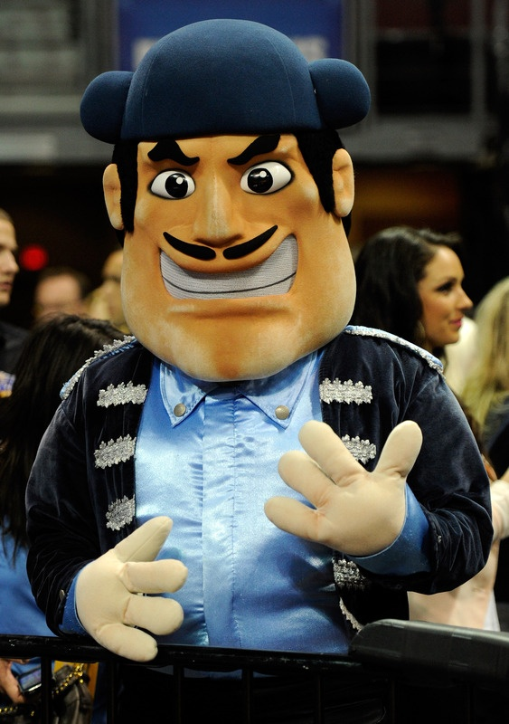 You would have never guessed who the mascot at the University of San Diego was? That's right me! I used to don this fantastic costume from 2007-2009!