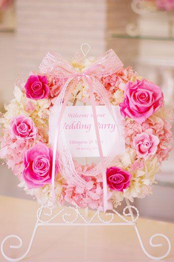 ピンクのバラがラブリー♡キュートなピンクのウェルカムボードでロマンチックな結婚式に♡かわいいウェルカムボードのまとめ一覧♪