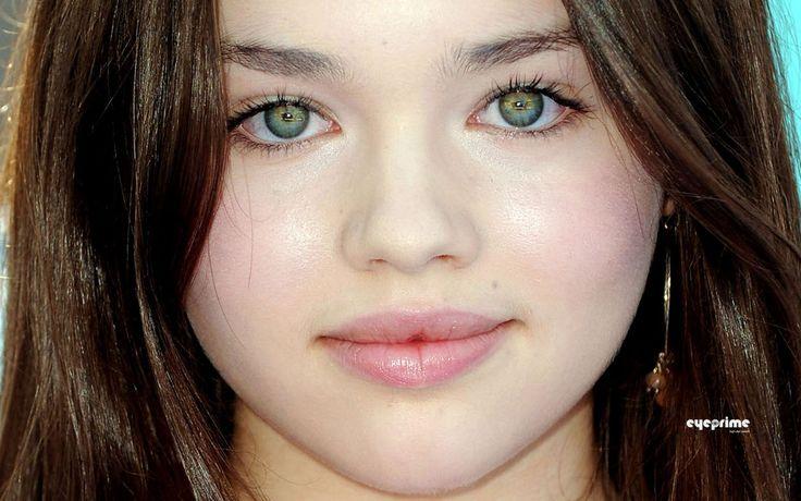 India Eisley (Olivia Hussey's daughter)