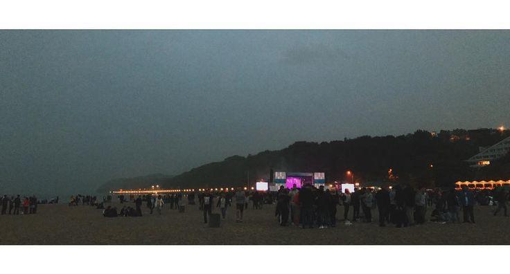 Zapomniało mi się wrzucić pozostałych zdjęć z Openera.  #gdynja #3miasto #beach #sky #clouds #dark #night #evening #water #sea #crowd #concert #music #hill #lights #vsco #vscocam #vscopoland #iphoneonly #shotoniphone #iphone7