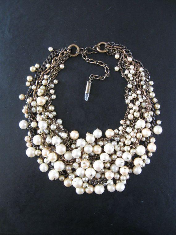 Sirène pets - emmêlé carié Upcycled Pearl Bib Necklace - crème Ecru et laiton