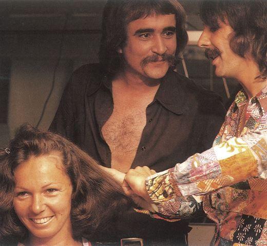 В 1972 г. Пол открывает свой первый салон в Нью-Йорке. Superhair Salon на Мэдисон-авеню мгновенно становится модным местом. Год спустя на базе салона появляется парикмахерский клуб Пола Митчелла, где мечтают учиться стилисты со всей страны