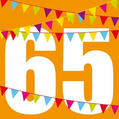 Knallige Einladungskarte Zum Geburtstag In Orange Mit Großer Zahl 65 Und  Bunten Fähnchen #Fähnchen#