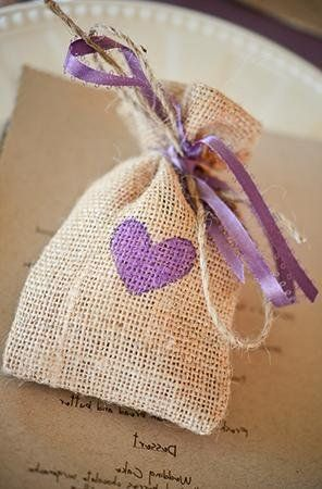 Burlap wedding favor bags! So cute. (Photo by Larsen's Photography)