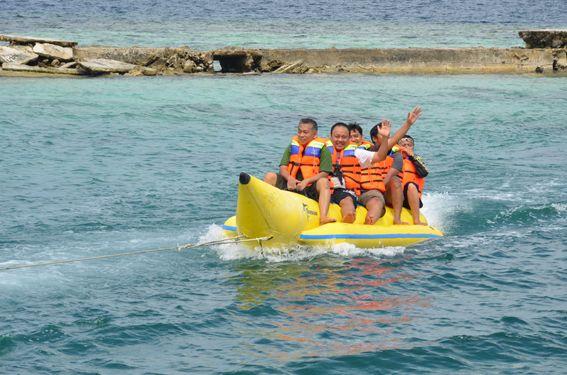Banana Boat Travel Beach Bananaboat Indonesia Pulaupelangi Kepulauanseribu Hotels And Resorts Banana Boat Boat