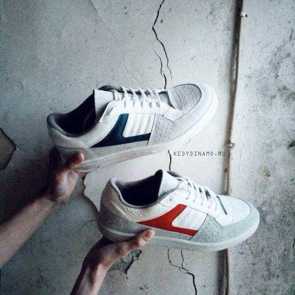 Исторический момент🌿 Красные птички и синие - вот такими появились на свет первые кроссовки Динамо, Гус-1, на фабрике Динамо в Ленинграде в 1988 году. Только и подошва была красная и синяя, соответственно.